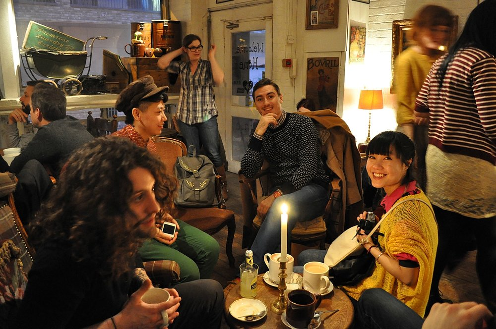 Some candles, a live singing and friends! This is London in winter, magical! Coffee shop in Bricklane / www.pophotography.co.uk