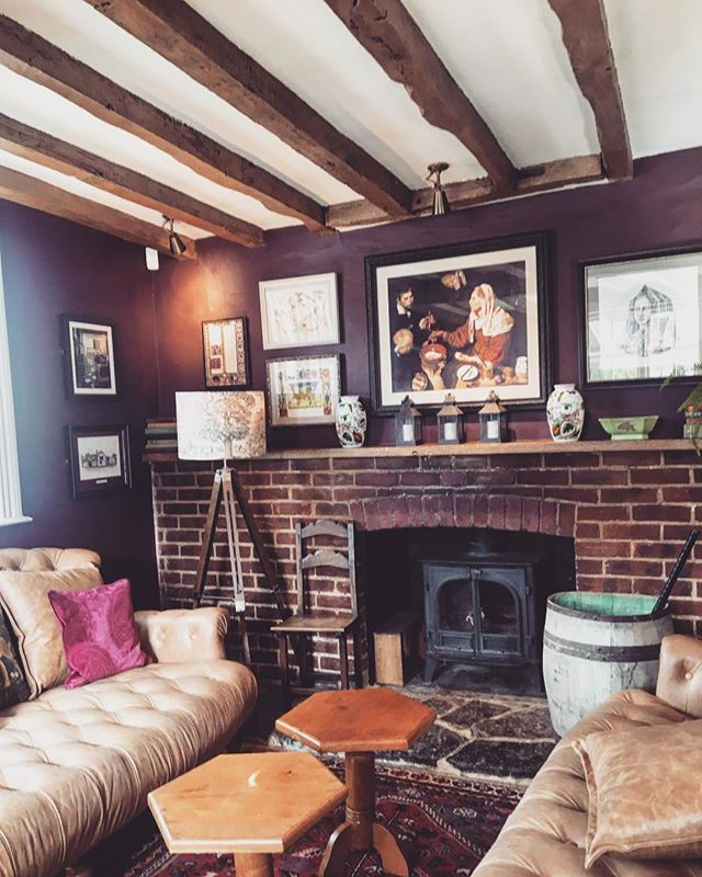 October is for cozy afternoons at the local pub 🍁#hellooctober#autumn#countryside#pub#weekend#bloominlondon#cozyliving#pubsinengland#
