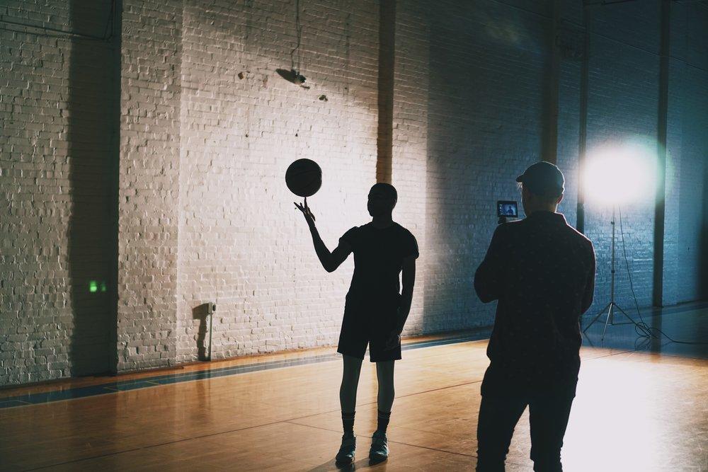 FILMER ET ECLAIRER - Utiliser des panneaux LED et un caméscope pour filmer une scène comme un pro.Matériel ~500€ disponible en classe.