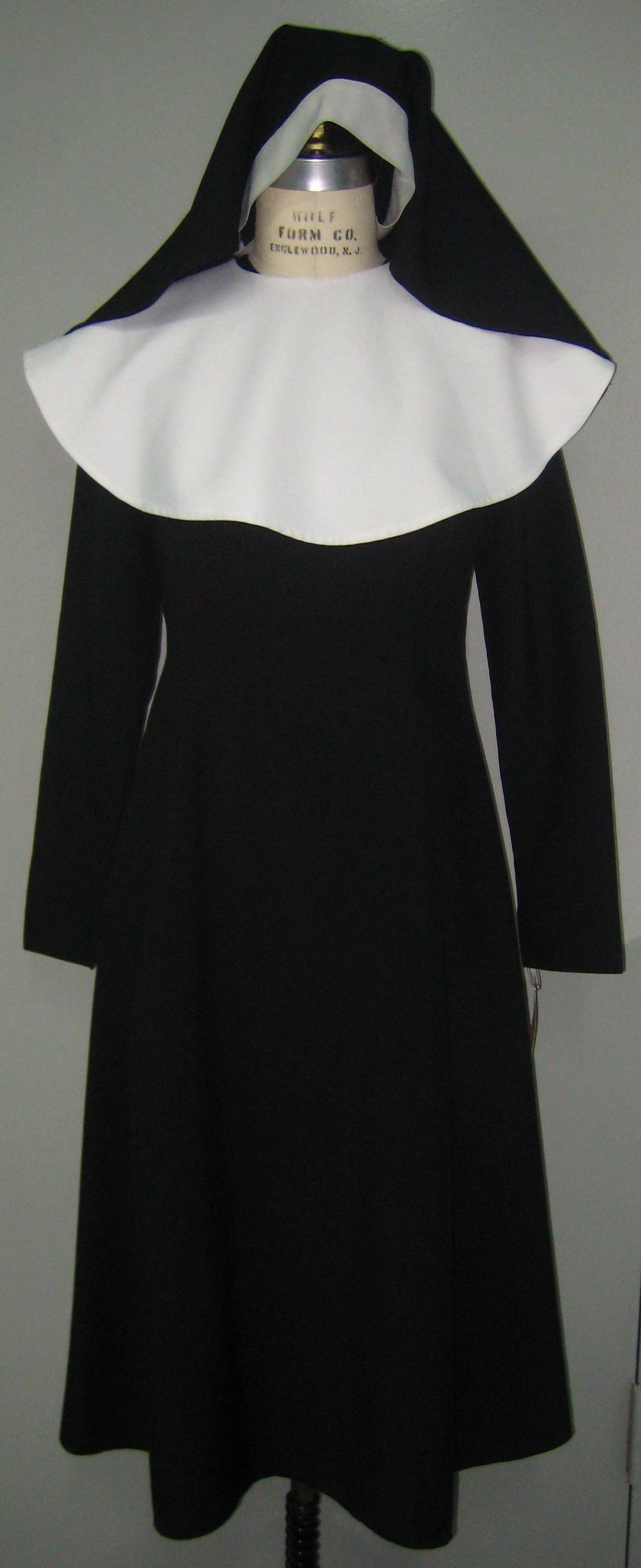 Nun Habit w  Tunic Dress, Collar, Veil.JPG