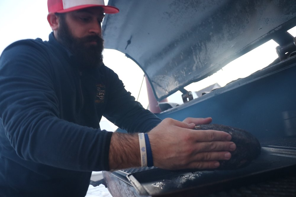 Tim Sommer aka El jefe de humo handling a pork butte.