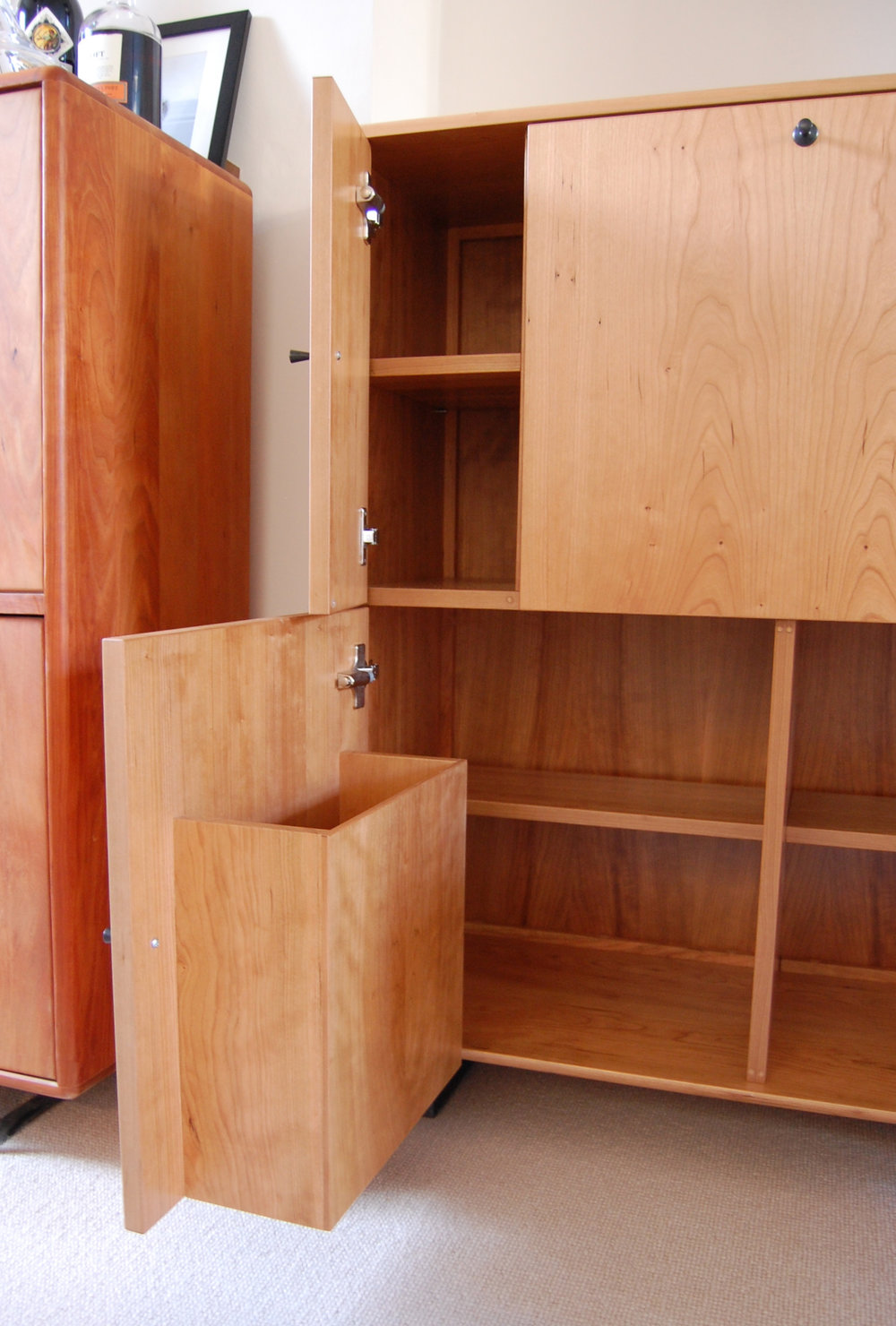 Grain_Bespoke_Furniture_Cherry_Drinks_Cabinet_5.jpg