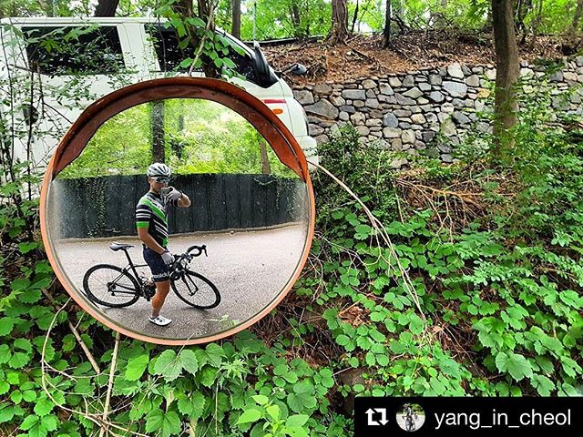 Objects in mirror may be faster than they appear... #Repost @yang_in_cheol ・・・ 미러샷 - #mirrorshot #green #outsideisfree #roadslikethese #cyclinglife #cyclingphotos #fromwhereiride #cycling #dubloon