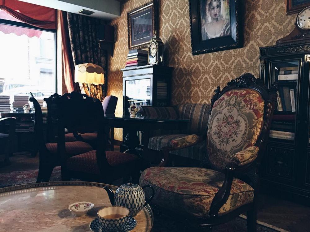 wanderfeeds instagram art cafe sienna riga travel blog interior .png