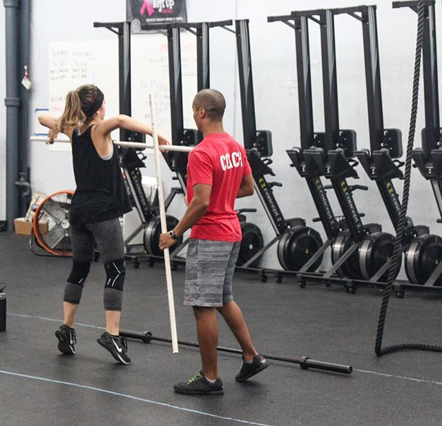 @beefstew_2 coaching @valllyrose on yesterday's Snatch High Pull + Hang Power Snatch complex.  Now who's ready for a little 18.1ish flashback?  #rowing #snatches #oly #crossfit #crossfitopen #dumbbells #toestobar #fitness #workout #ridgewood #bushwick #wod #goals #fitnessgoals 📸 @thecanvas_creative