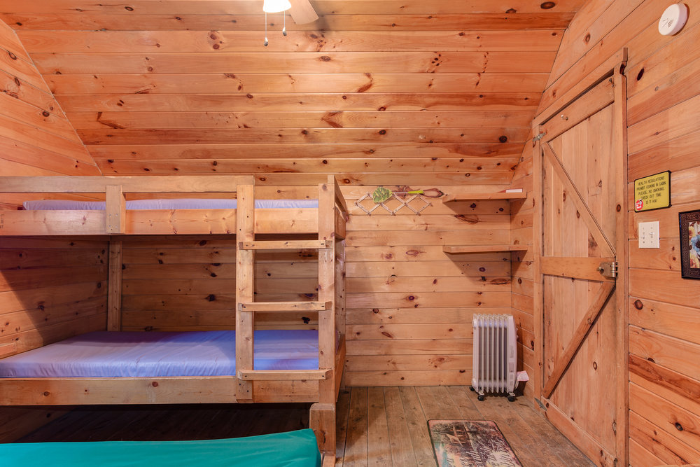 Twin bunk beds in K3