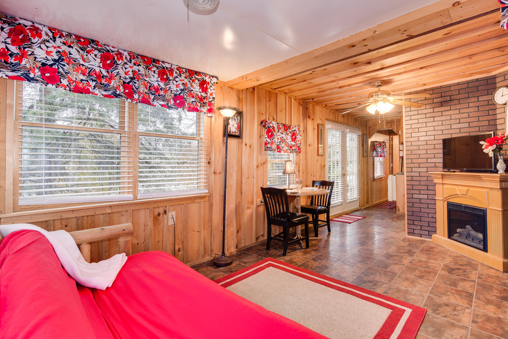 Cottage 1-002.jpg