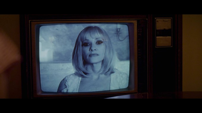 Barbara Crampton in BEYOND THE GATES