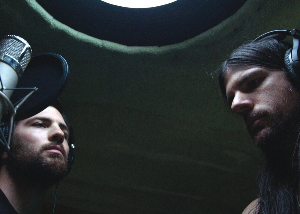 "(Caption: Brothers Scott Avett (left) and Seth Avett (right) in a scene from ""May It Last: A Portrait of the Avett Brothers,"" a film by Judd Apatow & Michael Bonfiglio 