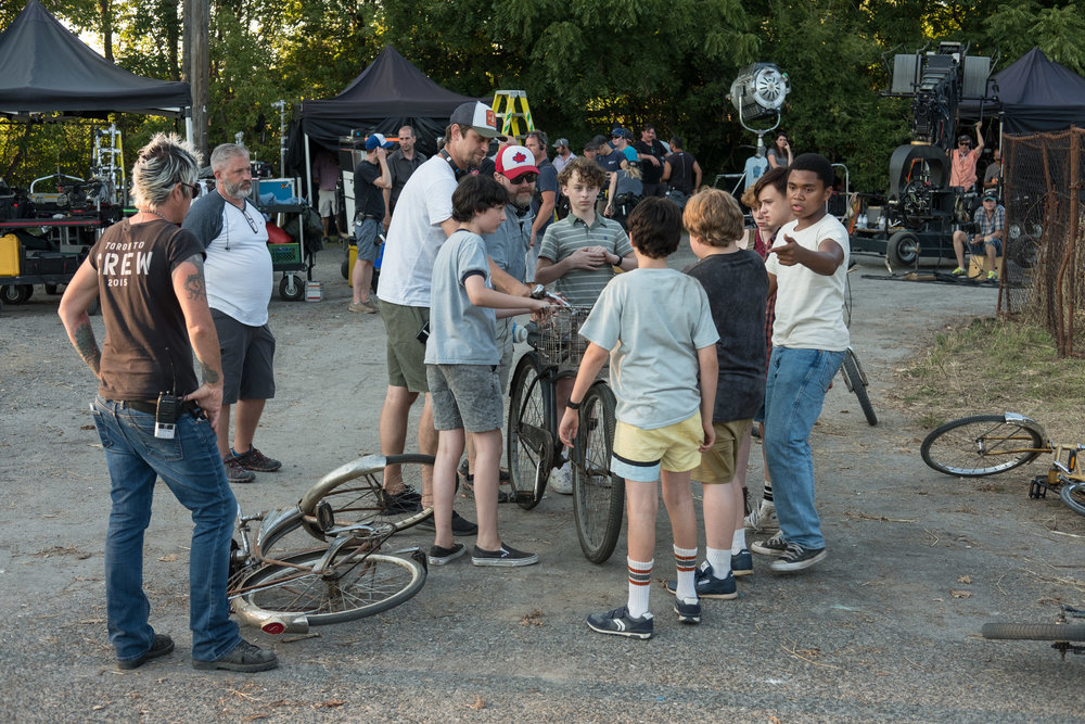 "(Center L-R) Director Andy Muschietti, Finn Wolfhard, Wyatt Oleff, Jack Dylan Grazer, Jeremy Ray Taylor, Sophia Lillis, Jaeden Lieberher and Chosen Jacobs on the set of New Line Cinema's horror thriller ""IT,"" a Warner Bros. Pictures release. (Photo Credit: Brooke Palmer)"