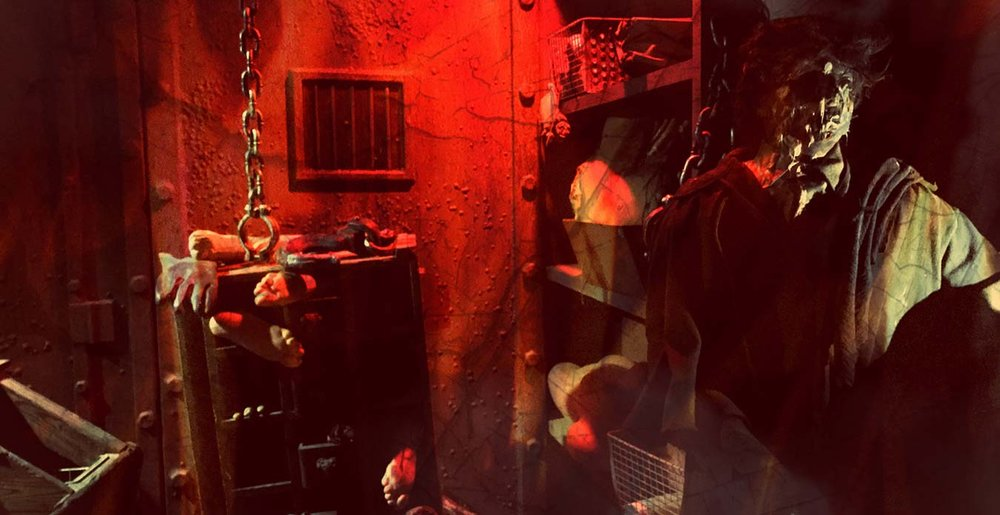 Worlds of Fun Halloween Haunt - Chamber of Horrors: Condemned