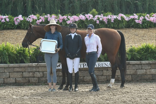 Photo by Andrew Ryback Photography  Jeff Katz Grand Hunter Challenge Perpetual Trophy, presented by Messenger Hill Farm  Bugsy Malone and Maggie Jayne with Giavanna Rinaldi, presented by Jodi Vazquez of Messenger Hill Farm
