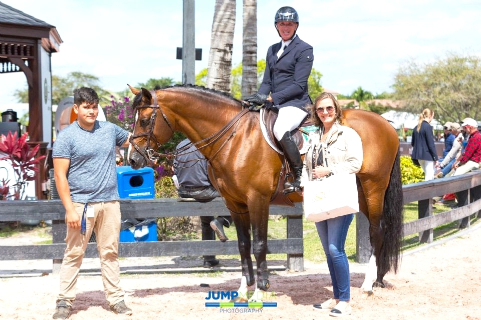 Arnulfo Novoa (left) and Freddie Vazquez aboard Zippo Z were presented with the Equis Boutique Best Presented Horse Award by Elena Couttenye, co-founder of Equis Boutique. Photo by Jump Media