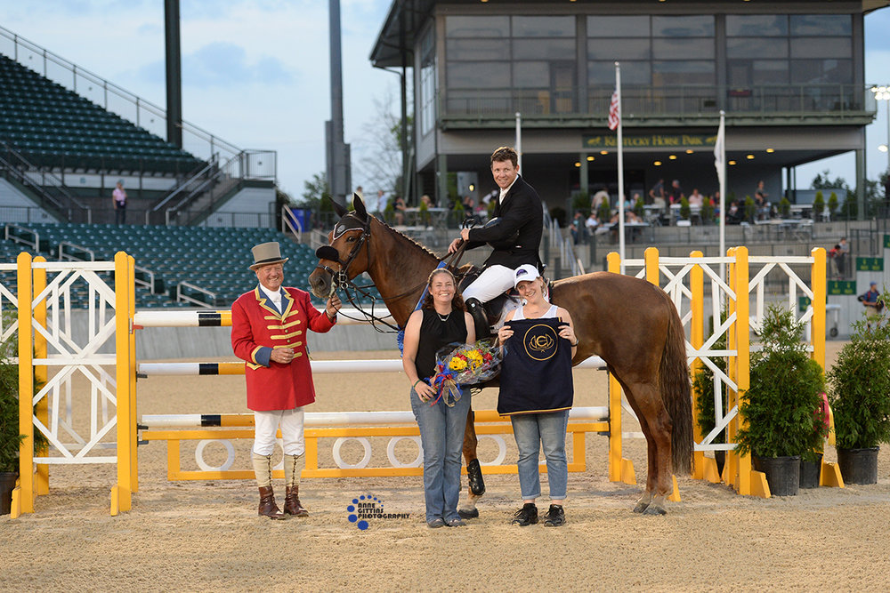 Shane Sweetnam and Chaqui Z accept their award. Photo by Anne Gittins Photography.