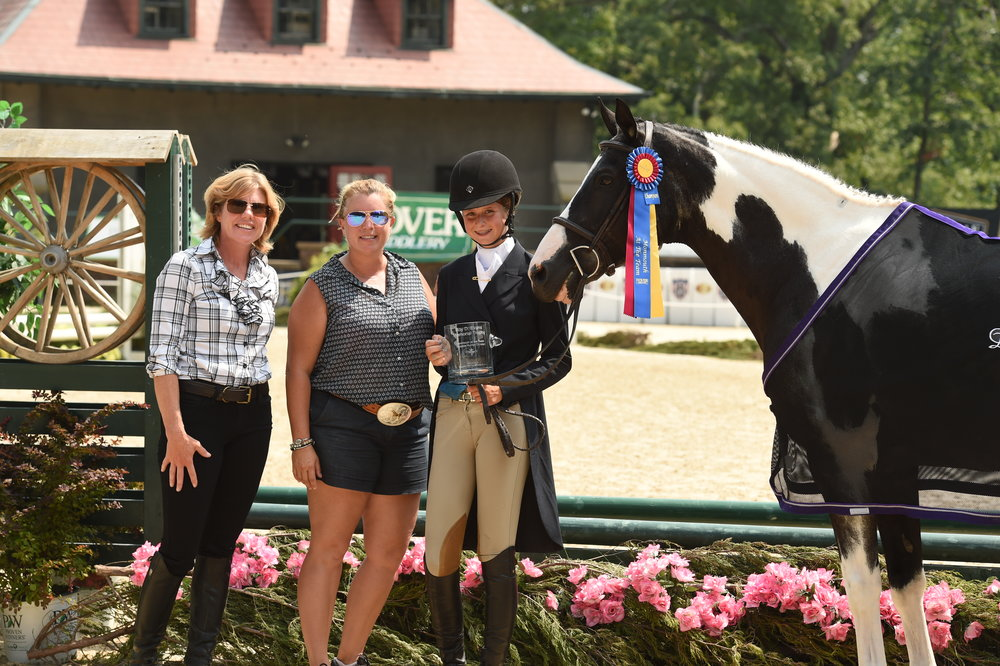 Kori Edwards and Sara Goetz present the trophy in Roy Evans honor to Eliot Richards, champion of the Gladstone Hunter division with Fantabulous, owned by Michelle Saulinski. Photo by Anne Gittins Photography