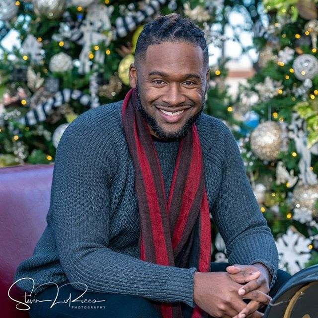 """Happy Thanksgiving! Enjoy the wonderful celebration. Might be good to use a little time off to grab a quick professional portrait for your Christmas cards too! """"Your Portrait, Your History"""". #portrait #christmasportraits #holidayportraits #christmascardportraits #lewisvilletx #grapevinetx"""