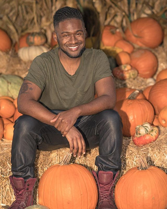 Don't be scared to do a portrait for every season. Make your social profiles change to reflect the seasons and occasions. Have you done your Halloween photo shoot yet?! Thanks to @kenthemodel for a great shoot #malemodel #halloweenportrait #portraitphotography #grapevinetx