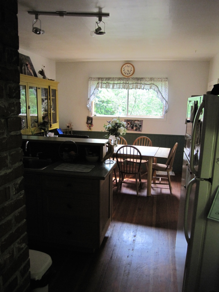 Kitchen before redesign & renovation