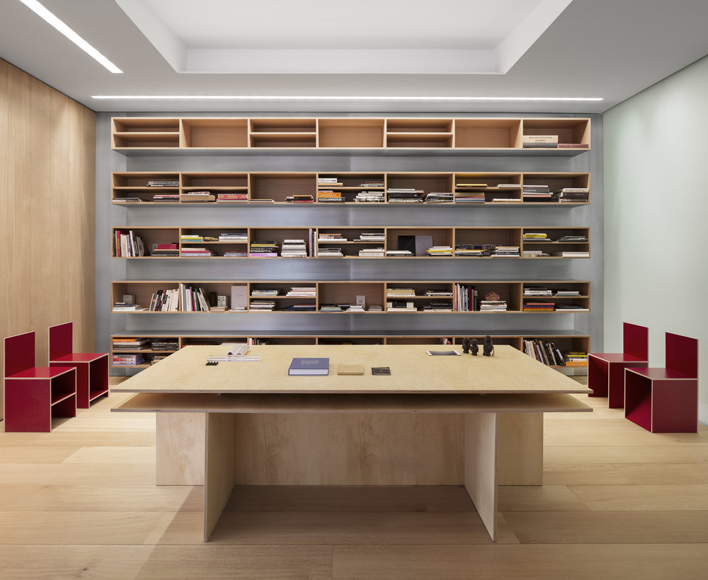 09-PHOTOGRAPHERS LOFT-LIBRARY.jpg