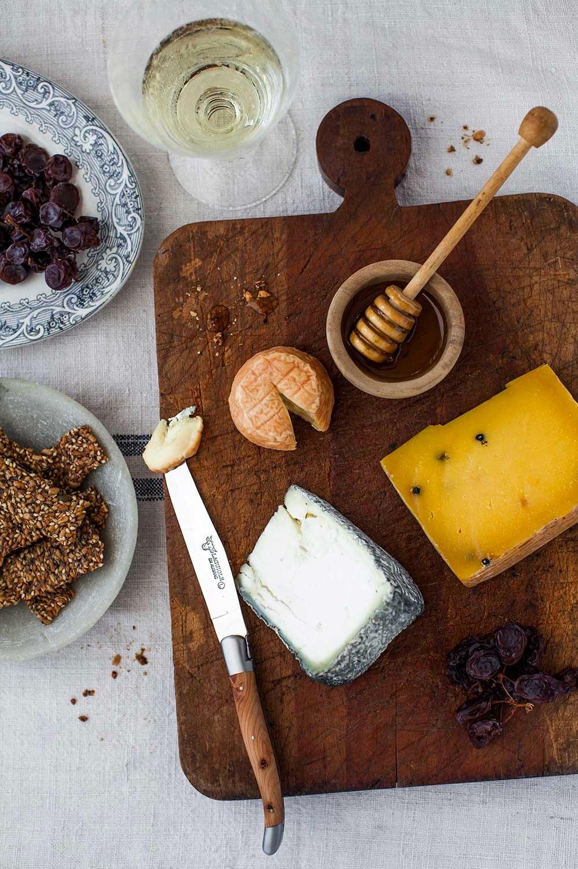 food_phootgraphy_cheese_board.jpg