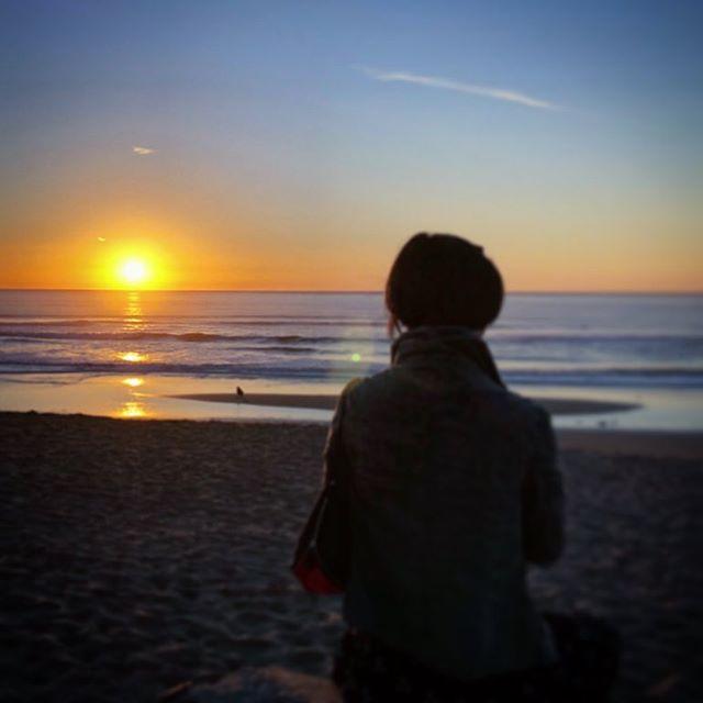 1 more day 🌅 PC: WK . . #graphicdesigner #sunset #sanfrancisco #photography #timeflies #october2018 #sundaysunset #selfreflection #creative #bayarea #oceanbeach #design #selflove #sundaymood #latergram #workinprogress