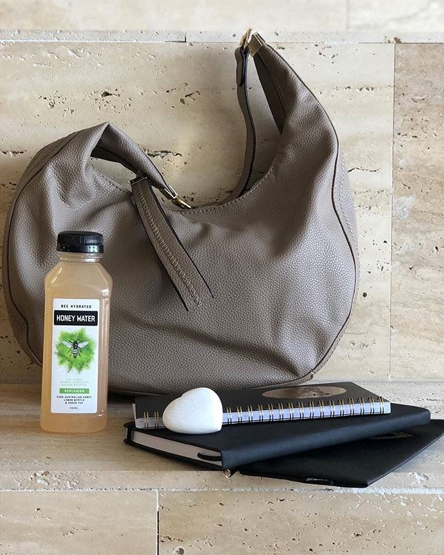 The essentials 🐝 . . . 📸 @veramayofficial 💙 #beehydrated #honeywater #bag #brisbane #australia #veramay #handbag #handbagtribe #ladyboss #workorplay #style #accessories #veramayhandbags #love #bag #fashion #style #instablogger #fashionblogger #aussieicon #fashiontrends #coloursontrend #ontrend #2019colour #summer2018/2019 #springsummer2019 #summercollection2019 #neoprene #hayman