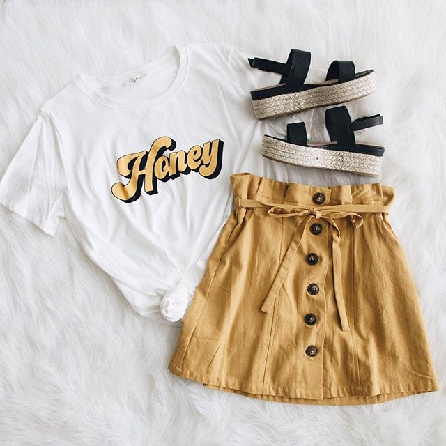 Brunch outfit sorted 🍯👌Did you know we now stock honey from our own Victorian beehives? With or without honeycomb 😋. Link in profile ☝️ . . . 📷 @shopbrooklynns 🍯 #honey #outfit #flatlay #brunch #melbournebrunch #byronbaybrunch #brisbanebrunch #sydneybrunch #honeyoutfit #lovebees #savethebees #australia #australian #beekeeper #lovehoney #bees #cute #cuteoutfit