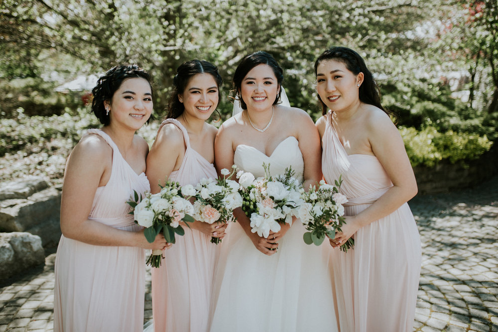 Bride and her girls with their bouquets