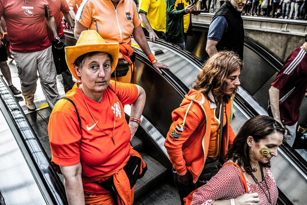 pedro bayeux - sao paulo - holland chile brazil cameroon metro 18-1.jpg