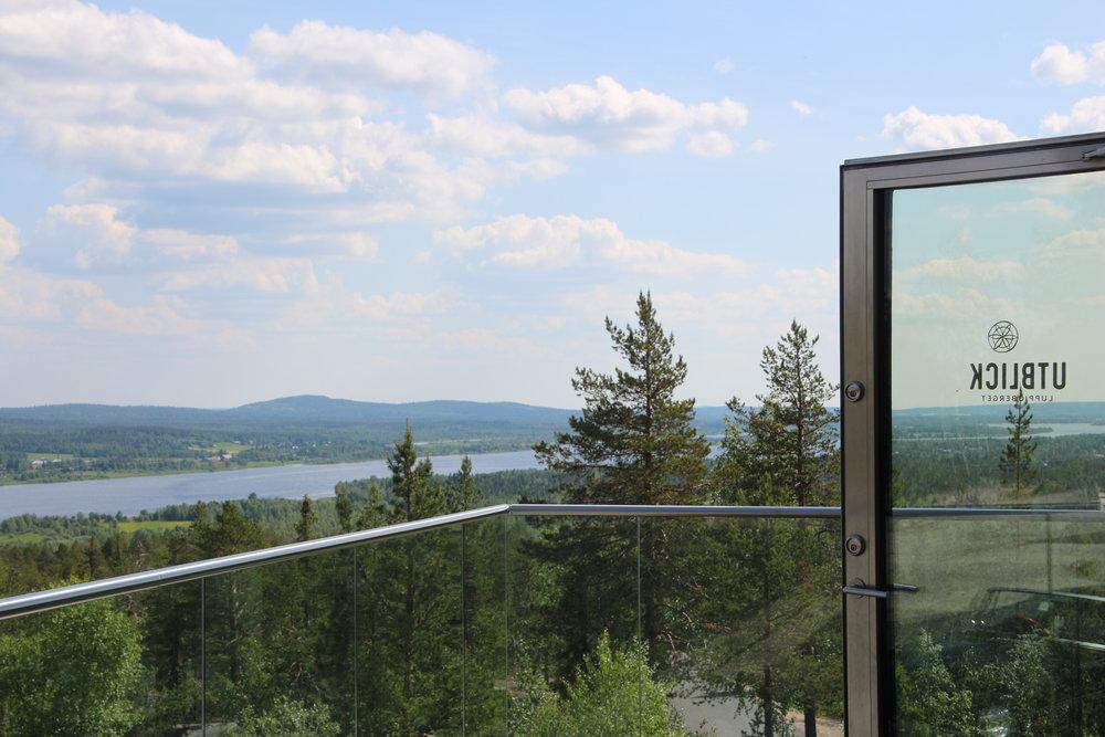 Restaurang Utblick ligger på Luppioberget med #VÄRLDENSBÄSTAUTSIKTÖVERTORNEDALEN ca 10 km söder om Övertorneå