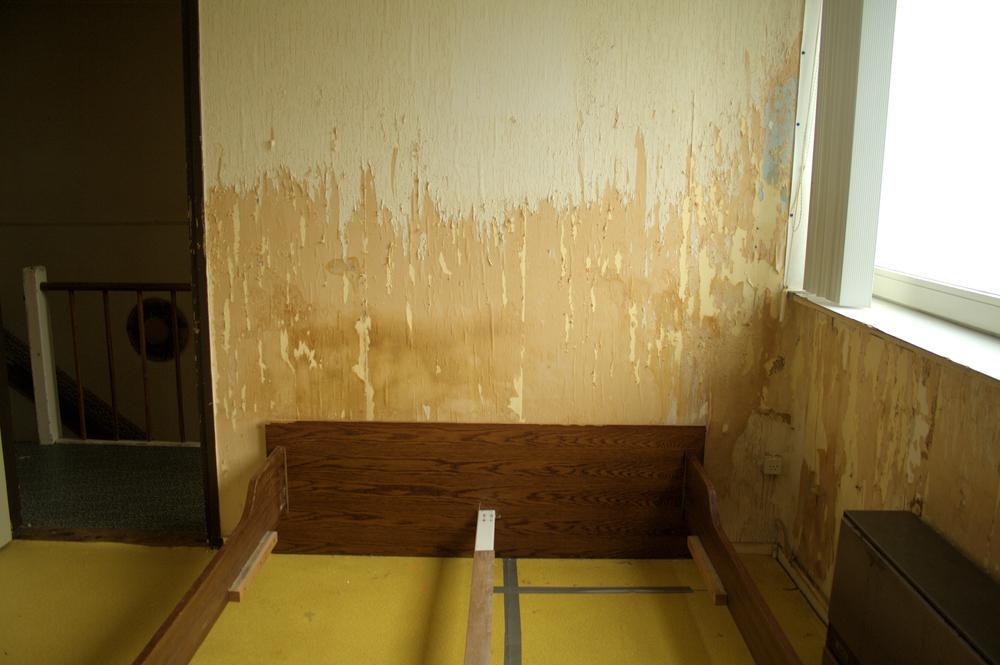 Compositie 5,100x120cm, hout, tape, behang, 2013, Landgraaf