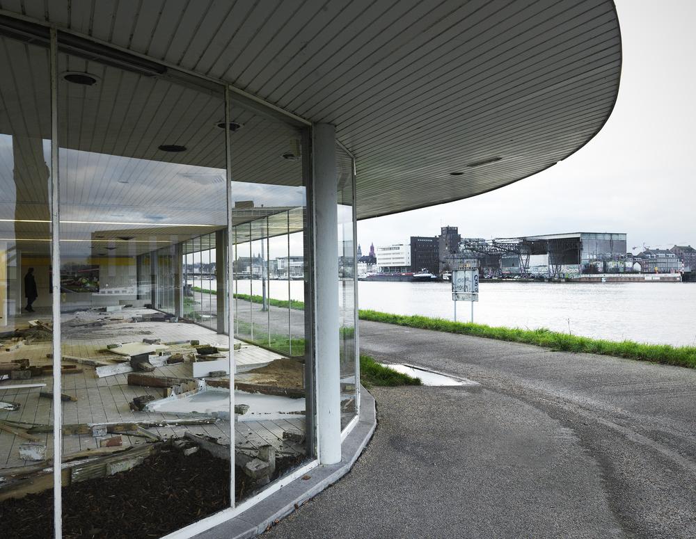 2015, Marres aan de Maas, 'Sightseeing', hout, metaal, zand, gips, pigmenten, beukensnippers, tegels, 200m2, Maastricht, NL