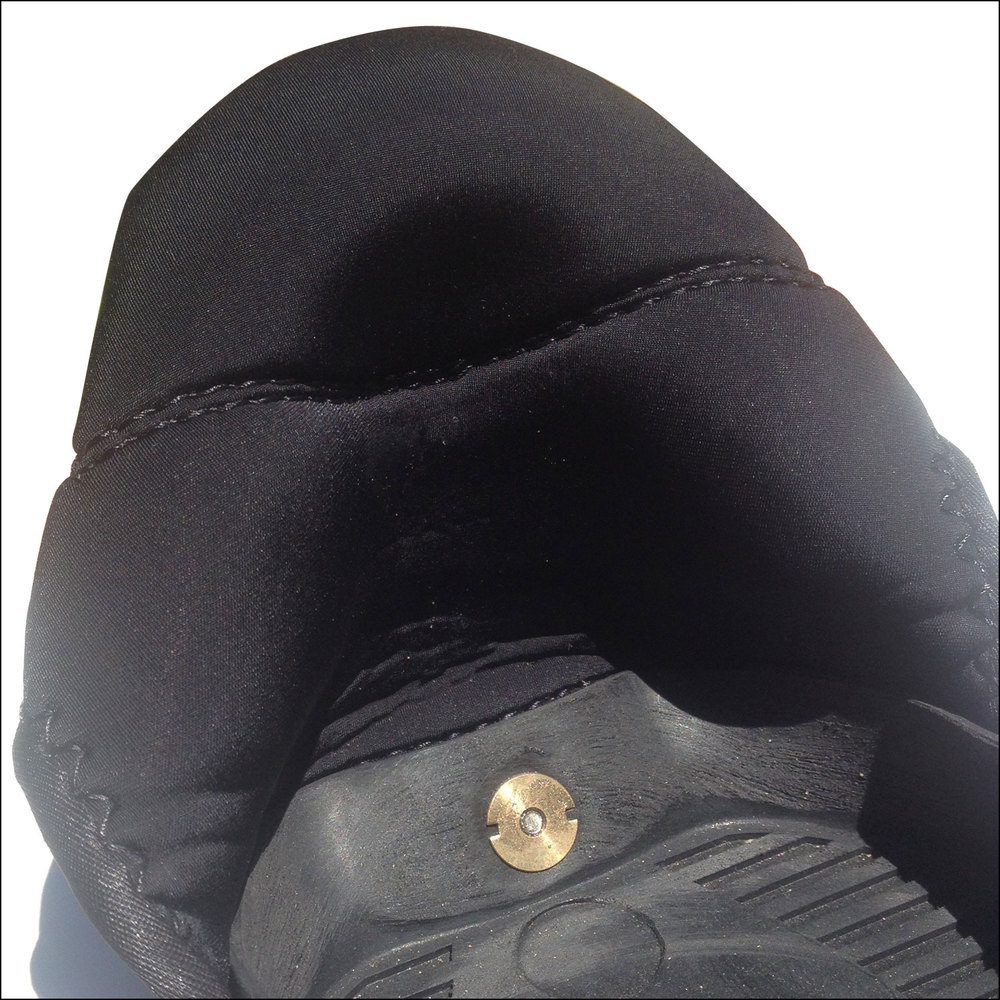 El interior de la bota es de un material muy suave.