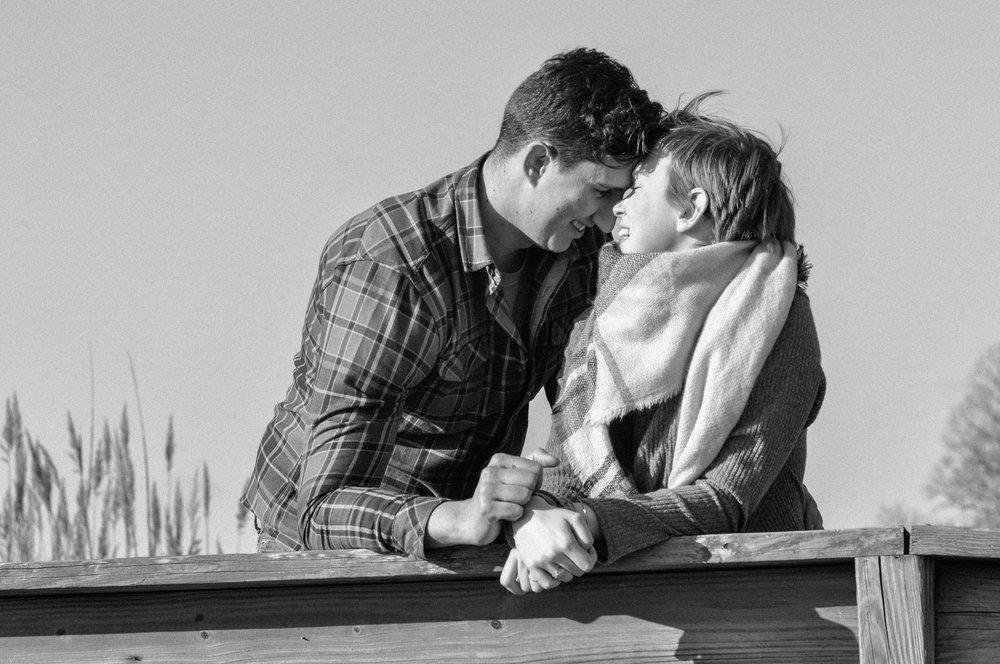 winter-beach-couples-session-chesapeake-beach