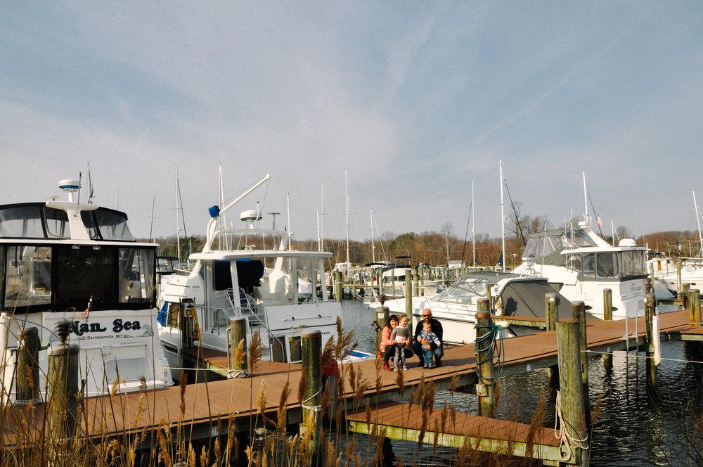 herrington-harbot-south-family-session-marina exploring the docks 3.jpg