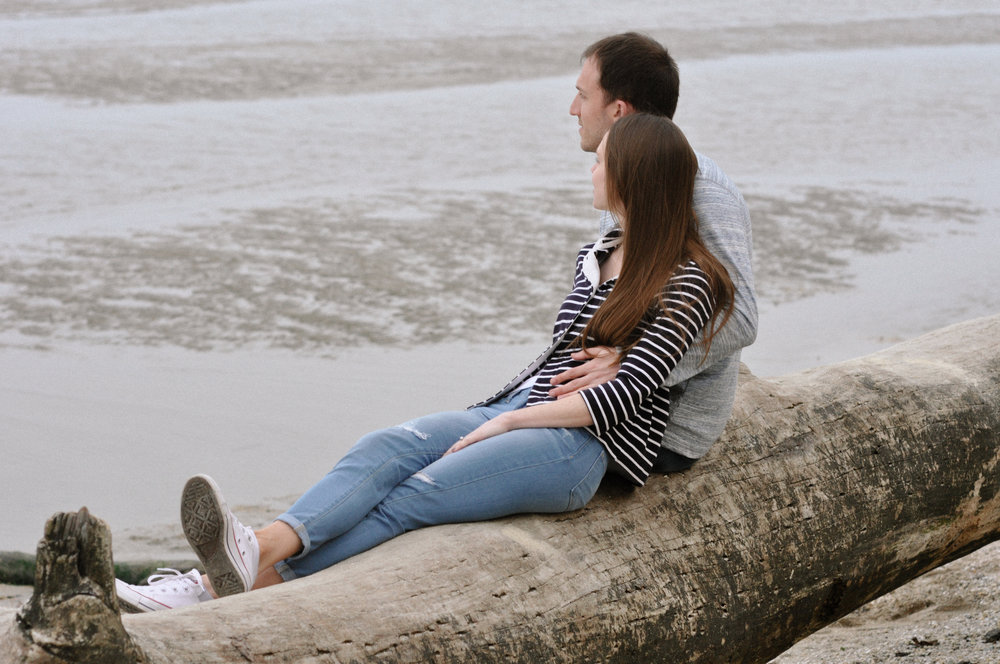chesapeake-beach-engagement-session lounging 2.jpg