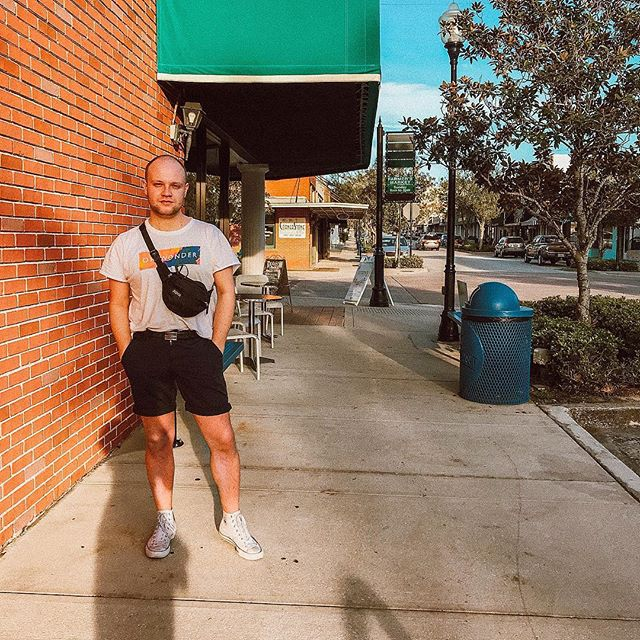 Fanny pack ft. Downtown Clermont trashcan & sunburnt legs ☀️🌴 P.S I love @ohwondermusic