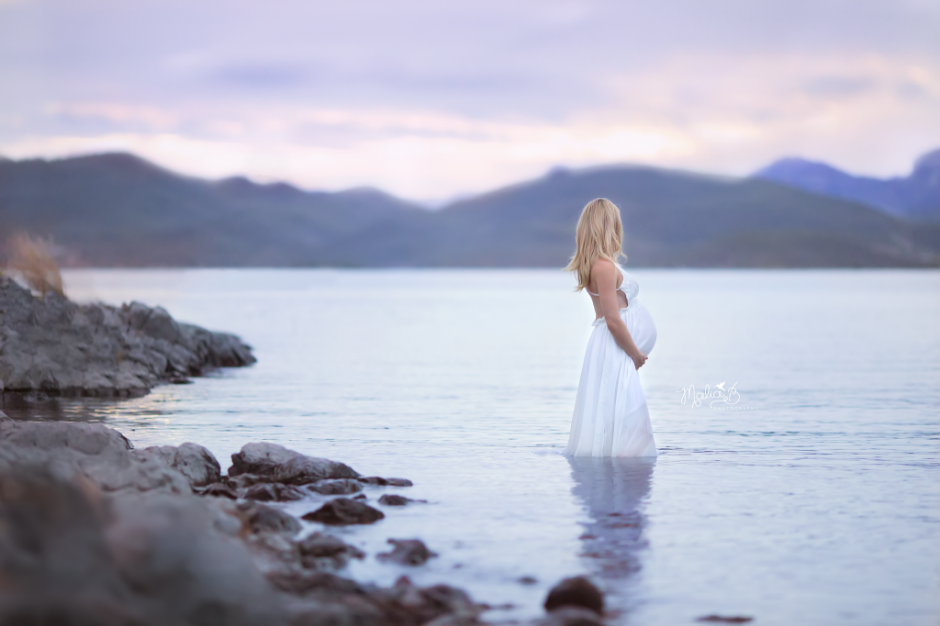 glendale-maternity-water-lake-session-malia-b-photography-1024x683(pp_w940_h626).png