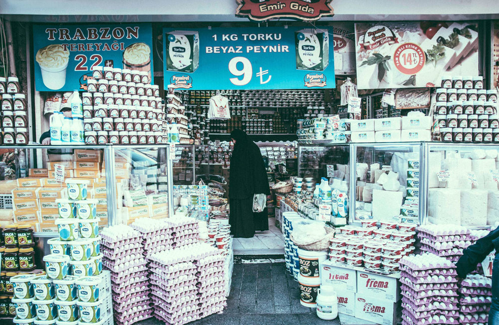The Local Store (winner of the world prize Pink Lady Food Photographer of the Year, People´s Choice Category)   Istambul, Turkey 2016  60x40cm edition of 2 $700usd  100x66cm edition of 3 $1000usd