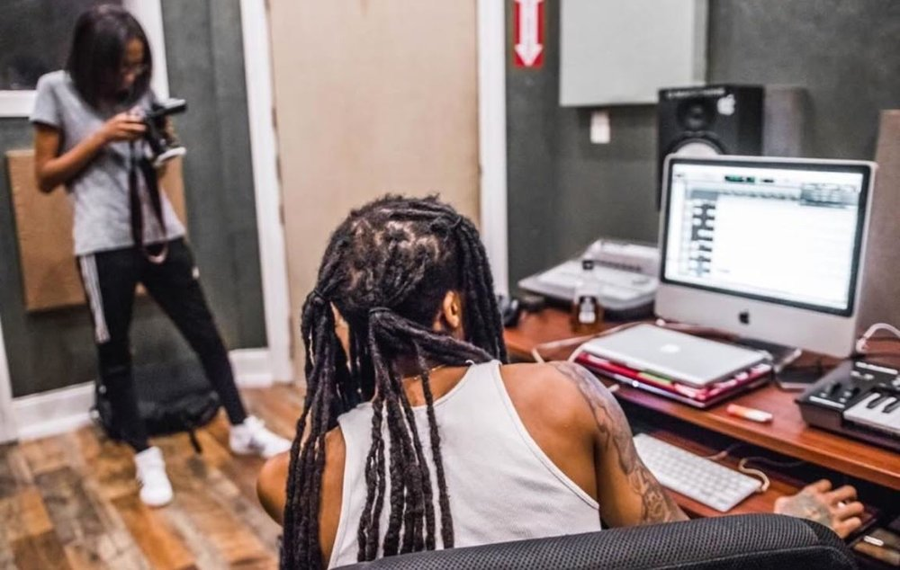 Fooly x TIG Studio - BUzz Artist Feature