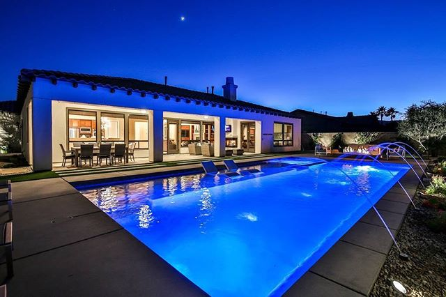 Coachella after party? - - - - #coachella #coachellavalley #coachellavibes #coachellaparty #deckjets #bluelight #nightsky #getlit #led #pentair #pebbleplaster #bubblesprings #poolconstruction #poolparty #poolsofinstagram #coachellastyle #houseparty #vacationmode