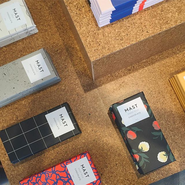 The @mastbrothers crafted chocolate + design are perfection! Our team loves some sweets + inspiring design! What are some of your favorite sweets to snack on? 🍫