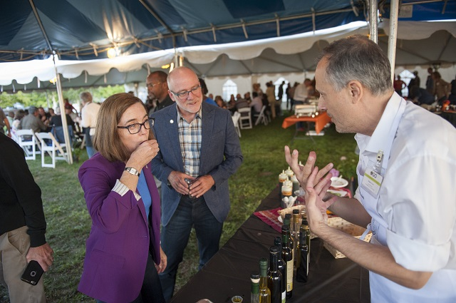 Harvest Dinner at OSU NWREC, Aurora, Oregon, Sept. 2017. OGO's Bogdan Caceu with Gov. Kate Brown. Credit: Lynn Ketchum, OSU.