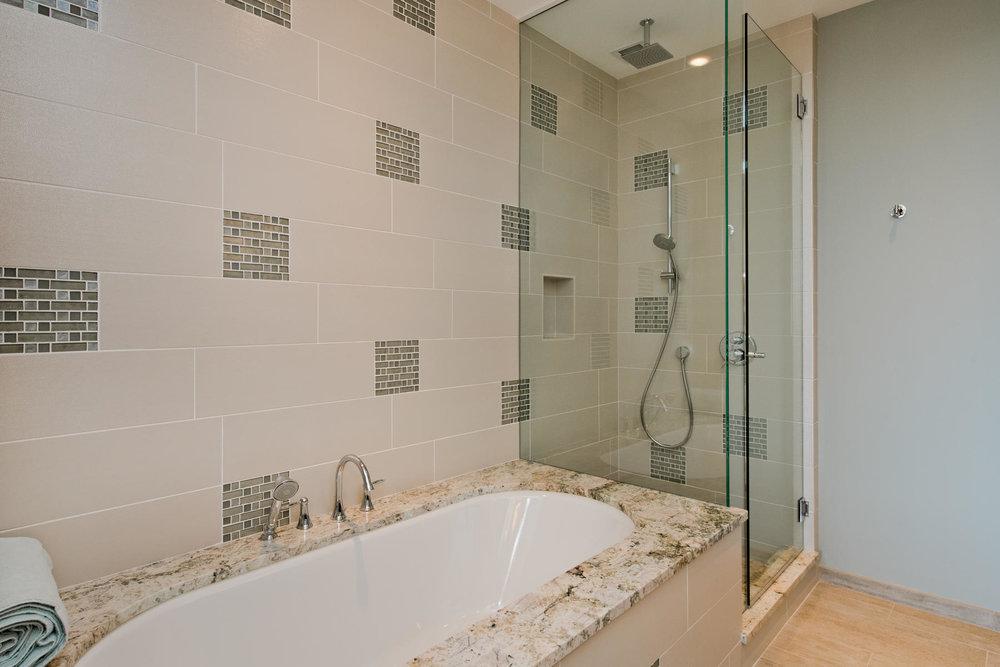1133 14th Street 4150-MLS_Size-040-49-Full Bath-1800x1200-72dpi.jpg