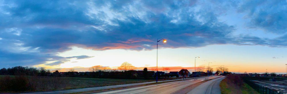 I walked along the road and the sky blazed with story ideas. / J'ai marché le long de la route et le ciel était en feu avec des idées d'histoires.