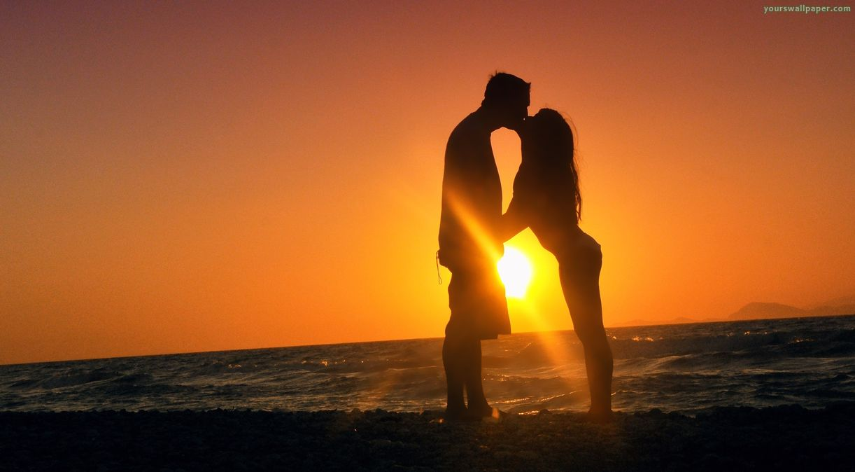 sunset-kiss-love-romance-man-woman_10796