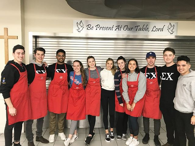 Sundays are for the soup kitchen • Special thanks to our friends at @adpi_ubc for joining us this afternoon! 🙏🏼 // #sigmafriends