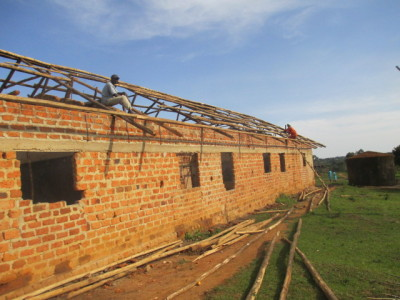 Putting on the roof at Nakasoga Prmary school