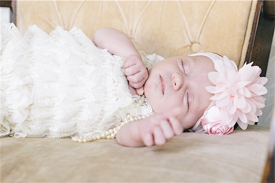 Newborn Photoshoot - Vintage 20s flapper with pearls and headband