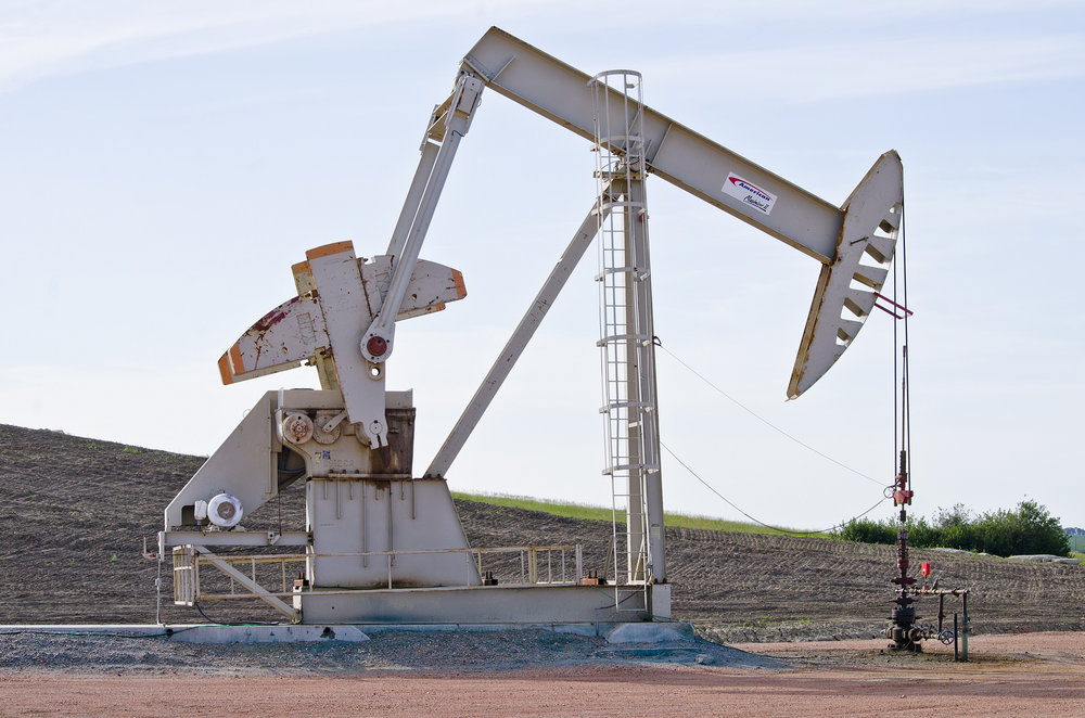 Do not look at this possibly confidential oil well in North Dakota. (Photo by  Tim Evanson )